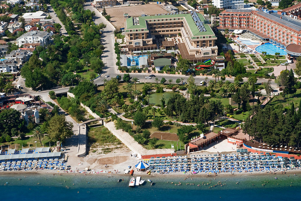 Crystal De Luxe Resort & SPA Hotel